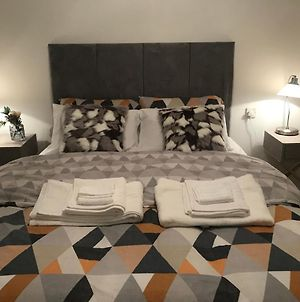 Cosy & Lovely Guesthouse With Free Parking & Close To Station photos Exterior