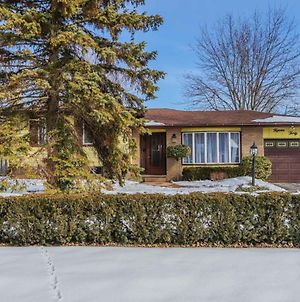 New! Beautiful Home On Quiet Road In Nw London! photos Exterior
