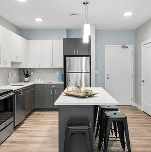 Luxury Apartment With Gym, Steps From Commuter Rail #3013 photos Exterior