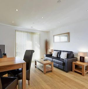 Modern Apartment At Slough Station, London In 18 Mins! photos Exterior