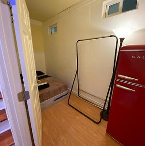 Small Private Los Angeles Room W/ Wifi & Ac & Private Fridge photos Exterior