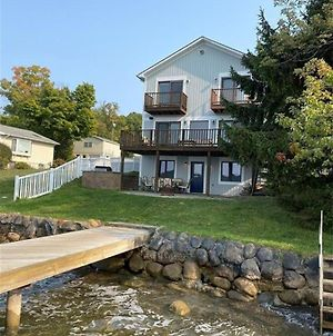 Gorgeous Lake Front House With Dock, 9 Bedroom & 4 Bathrooms photos Exterior