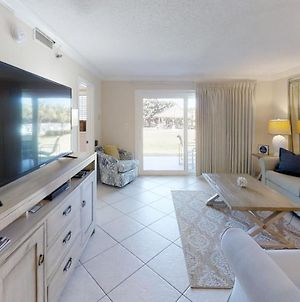 Unit 115 - Newly Updated Furniture, Free Beach Service photos Exterior