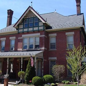 Experience Living In An 1882 Victorian Home. photos Exterior