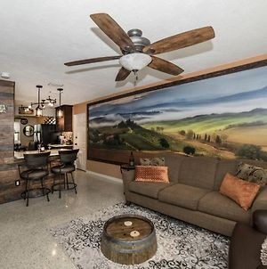 Gulfport Beach Vacation Rental, 2 Bedroom Wine Cellar Themed, 5 Star Beach House, Sleeps 6, Huge Entertainment Room, Weekly And Monthly Discounts photos Exterior