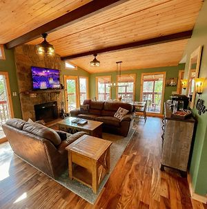 Walkers Retreat Cozy 3 Bedroom Dollywood Cabin With Stunning Mountain Views photos Exterior