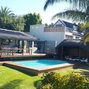 Sunny Open Living Family Home In The Winelands photos Exterior