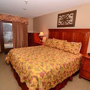 A121- Lakeview Suite, One Bedroom, Private Balcony, Easy Access To Hotel Lobby! photos Exterior