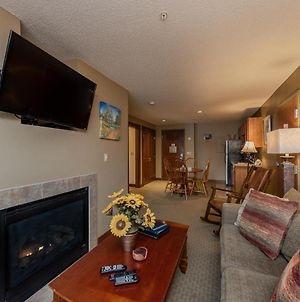 A211 - One Bedroom Lakefront Suite With Private Bedroom! photos Exterior