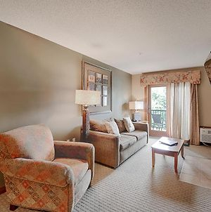 A207- One Bedroom Suite, Has A Private Balcony To Enjoy Views Of The Lake! photos Exterior