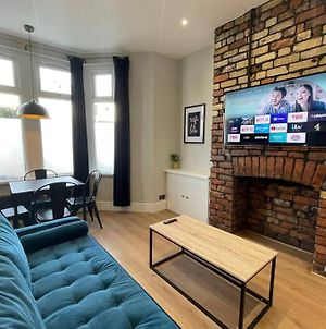 Stylish Modern Apartment Near The City Centre For Up To 4 People photos Exterior
