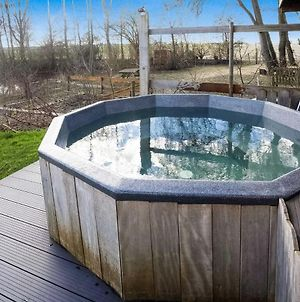 Splendid Holiday Home In Giethoorn With Hot Tub, Barbeque photos Exterior