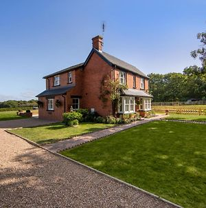 Luxury Four Bed Country House With Hot Tub By Next Chapter Serviced Accommodation Ashford photos Exterior