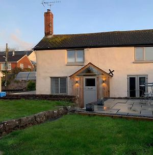 Ideal Village Cottage For 4 With Garden. photos Exterior