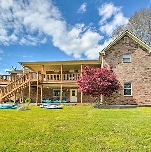 Gorgeous Lakefront Escape With Balcony And Dock! photos Exterior