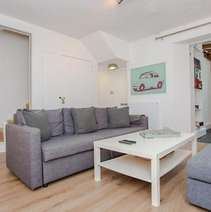 Spacious 2-Bed Flat For 6 - 10 Mins From Central photos Exterior