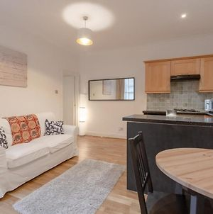 Newly Refurbished 2 Bedroom Property In Clapham photos Exterior