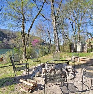 Expansive Cotter Cabin On White River With Deck photos Exterior