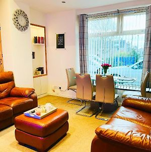 Modern Stylish Centrally Located Entire 2 Bedroom Ground Floor Flat photos Exterior