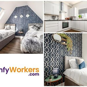 Townhouse W Free Parking For Contractors And Families By Comfyworkers photos Exterior