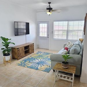 Walking Distance To The Beach And Supermarket. The Perfect Location!! photos Exterior