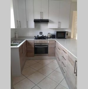 Walking Distance To East Rand Mall And 10 Minutes To The Airport. photos Exterior