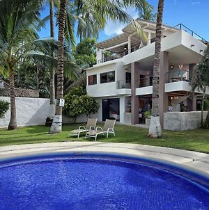 Stunning 4 Bedroom Oceanfront Townhome, With Amazing Views. photos Exterior