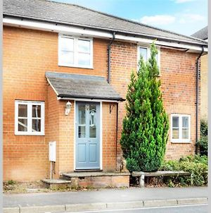 New - Immaculate 2 Bed House With Parking photos Exterior
