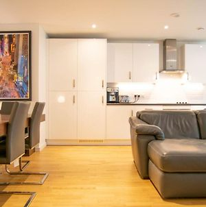 Stunning 2 Bedroom Apartment On The River Thames photos Exterior