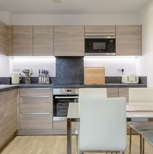 Modern 1 Bedroom Flat In Surrey Quays With Balcony photos Exterior