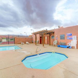 New Moab 2Bed - 2 And Half Bath Townhome - Pool - Hot Tub - Patio With Red Rock Views photos Exterior