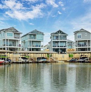 Family Tides - Marina Lakeside Home With Private Pool, Private Boat Lift & Boat Ramp To Lake Lbj photos Exterior
