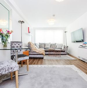 *Spacious-Modern One Bed Flat. Riverside Location* photos Exterior