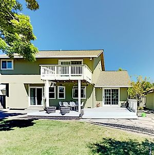 Corner-Lot Beauty - Fenced Yard & Private Hot Tub Home photos Exterior