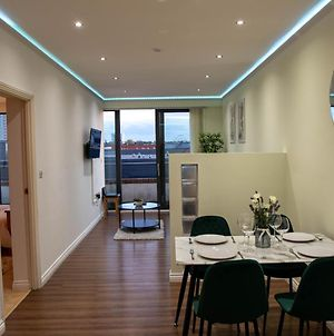 Luxurious 2 Bed City Centre Apartment With Balcony photos Exterior