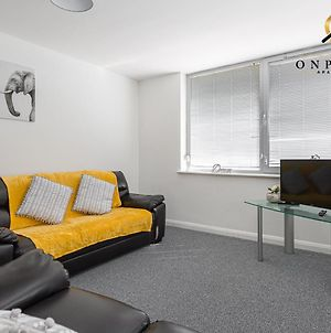 Onpoint Apartments - Excellent 2 Bed Apartment Close To Centre photos Exterior