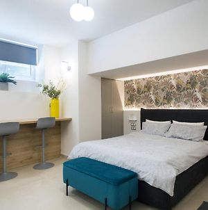 Brand New, Modern-Glam Apartment In Central Athens! photos Exterior