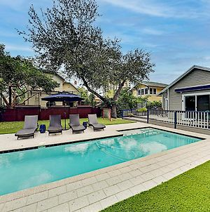 New Listing! Bayside Beauty With Pool, Walk To Beach Home photos Exterior