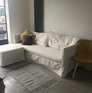 Newly Decorated & Bright Studio Flat In Centre photos Exterior