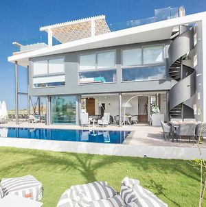 Villa In Paralimni Sleeps 6 Includes Swimming Pool And Air Con 2 photos Exterior