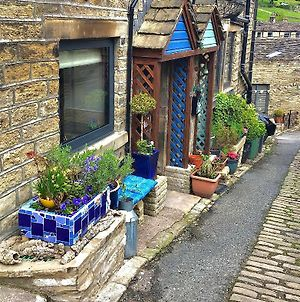 Room In Holiday House - Village Life Holmfirth photos Exterior