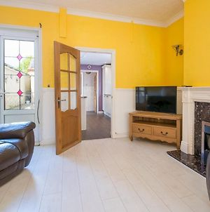 Pass The Keys Spacious & Well Located 3 Bedroom House In Newport photos Exterior