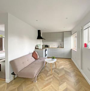 Pass The Keys Modern, Spacious 3Br Home In Guildford, Sleeps 6 photos Exterior