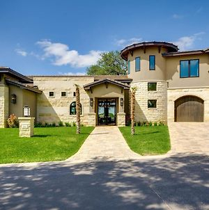 Luxury Lakeside Villa With Lake Lbj Access, Electric Boat Lift, & Countless Amenities photos Exterior