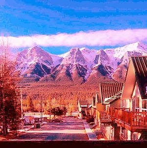 Mountain View Scenic Banff Gate 2Sty Townhouse 3 Beds 2 Bedrooms 2 Bathrooms For 6 People photos Exterior