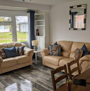 Beach Retreat On A Quiet Site, Near To Gt Yarmouth & Norfolk Broads photos Exterior