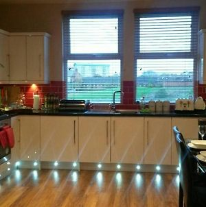 Luxurious Apartment Close To City Centre With Free Secure Parking photos Exterior