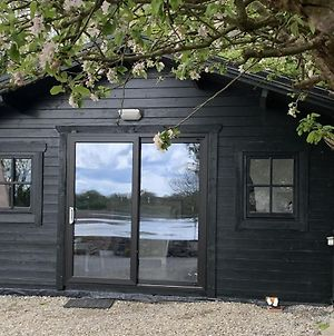The Cosy Cabin By The Shore photos Exterior