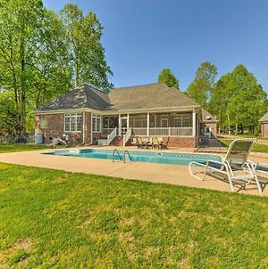 Lake Norman Waterfront Escape With Pool And Dock! photos Exterior