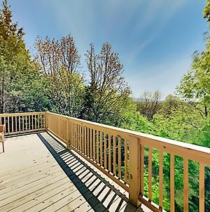 Stylish Wooded Retreat - 2 Livings Areas & 2 Decks Cabin photos Exterior